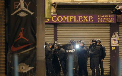 К месту спецоперации на севере Парижа стянули военнослужащих