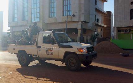 Нападение террористов на отель в Мали. Хроника событий