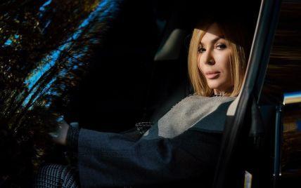 У Каменських Mercedes, у Білик Tesla: на чому їздять українські зірки та у кого дорожче авто