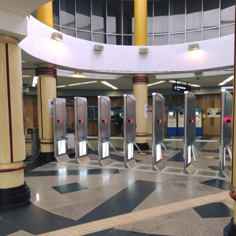 У київському метро пройти можна лише тим, хто має Kyiv Smart Card
