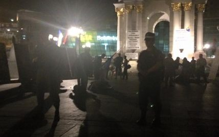 В МВД проверяют ночной конфликт на Майдане: в поваленных палатках нашли шприц и алкоголь