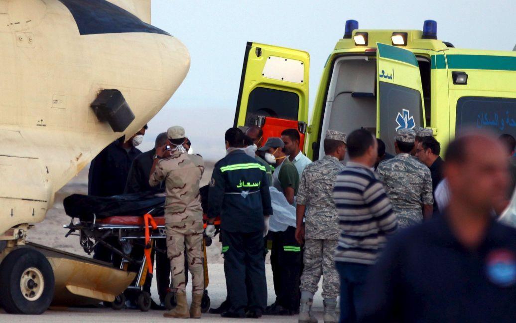 Военные и спасатели работают на месте падения самолета. / © Reuters