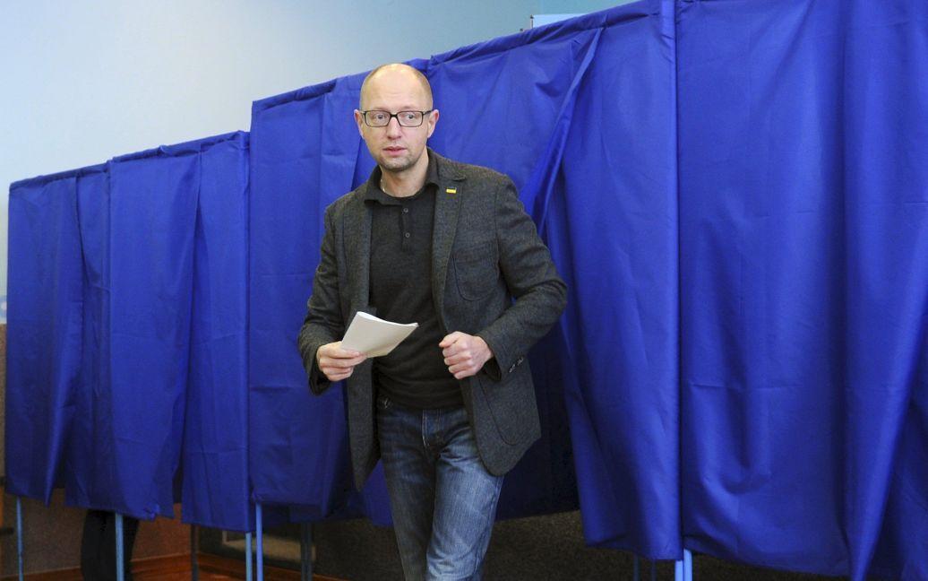 Арсений Яценюк проголосовал на выборах / © Reuters
