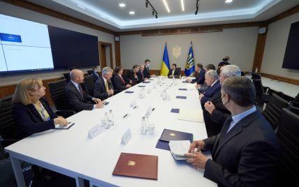"""""""Сподіваємося зробити Україну потужнішою"""": до Києва прибула делегація Конгресу США"""