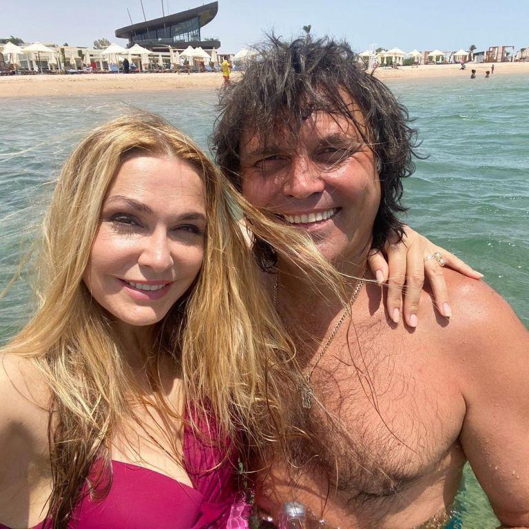 54-річна Ольга Сумська у вишневому купальнику похизувалася фігурою