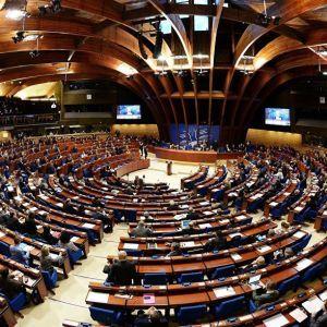 """У """"Слузі народу"""" хочуть продовжити роботу української делегації в ПАРЄ попри присутність там Росії"""