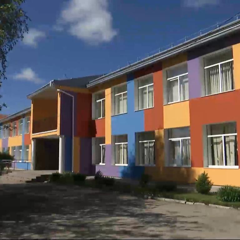 У Львівській області вчителька змусила школяра з'їсти паперовий літачок і погрожувала ножем
