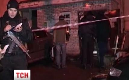 Правоохранители до сих пор не понимают, кто подорвался в подъезде дома на Подоле