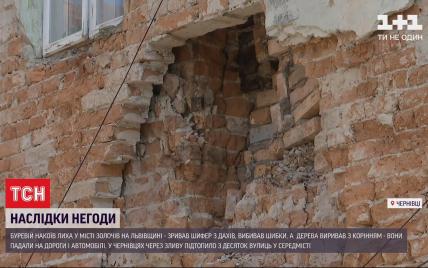 Непогода в Черновцах разрушила стену дома, а во Львовской области смерч сорвал крыши и позаливав здания