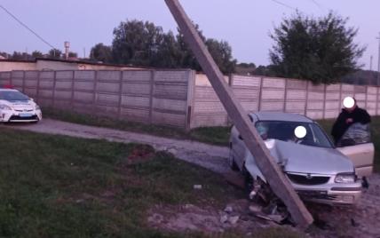 """У Ровно водитель на """"евробляхе"""" влетел в бетонную электроопору и оставил без света целую деревню: видео"""