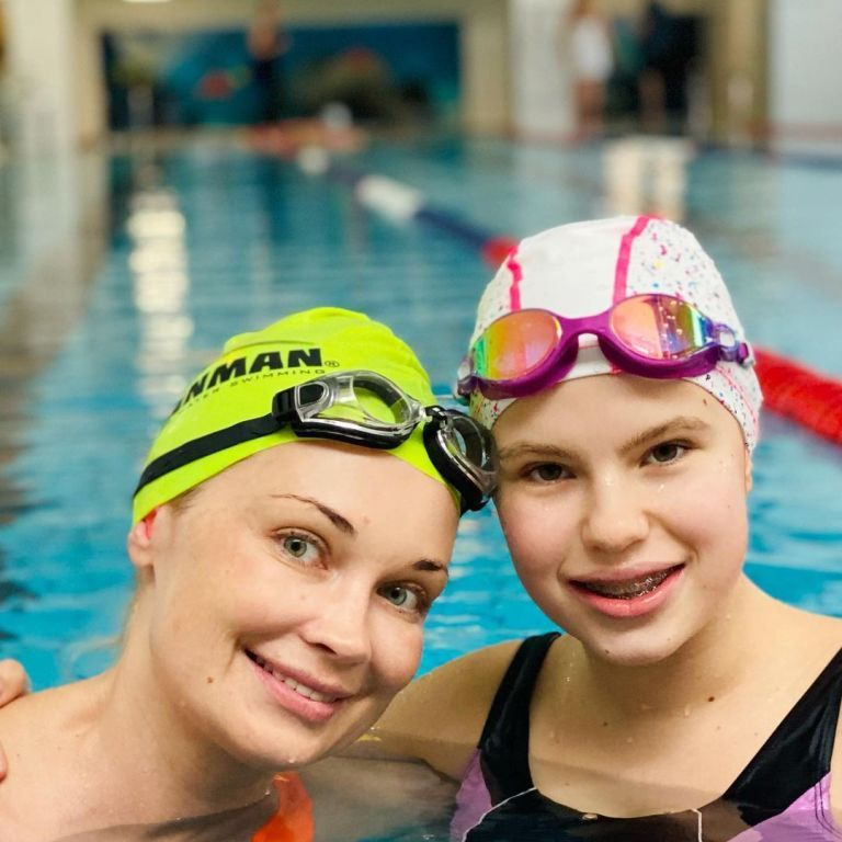 """""""Пасочки - на вихід"""": Лідія Таран з донькою Василиною сходили поплавати"""