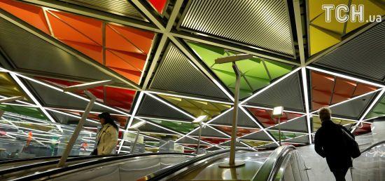 Бюсти Леніна та сучасна мозаїка. Reuters показало, як виглядають станції московського метро