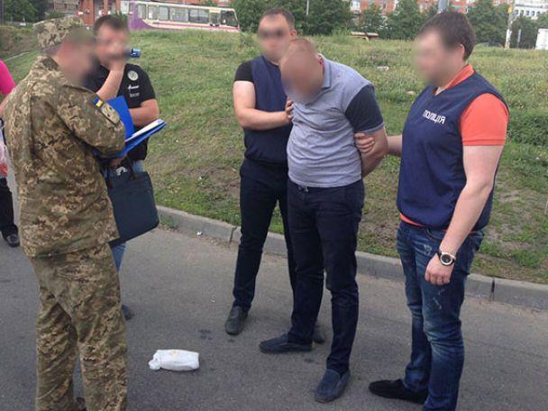 Затримали чиновника, який проводив оборудки із землею під Києвом